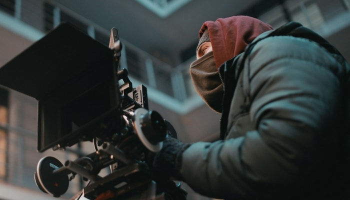 cameraman-filmmaking-min